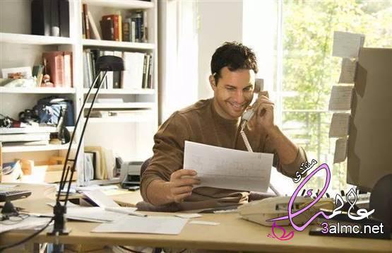 كيف تهدد مكالمات العمل المنزلية الزواج؟ المكالمات الهاتفية