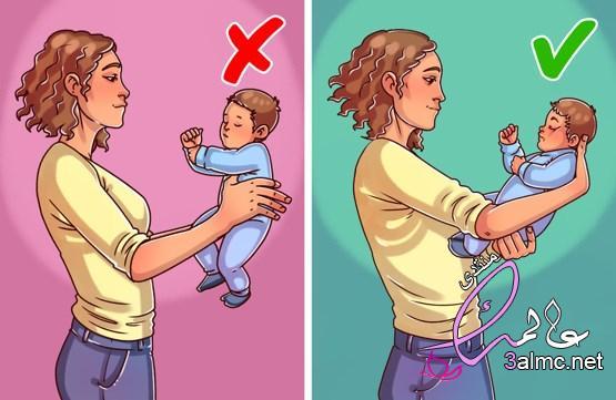 6 أخطاء شائعة عند حمل الطفل الرضيع يمكن أن يكون خطيرًا على صحته 2020