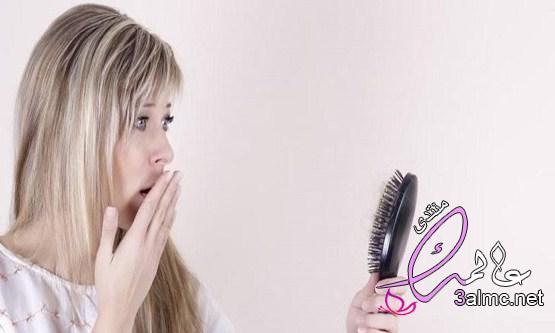اسباب تساقط الشعر من الجذور عند الرجال والنساء