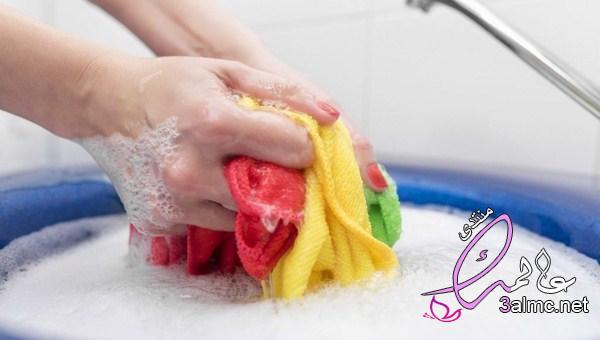 غسل الملابس وتنظيف المنزل.. وسائل لإطالة عمر المرأة