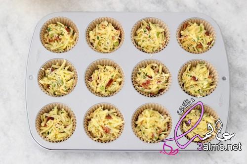أكواب البيض بشرائح اللحم المقدد,النقانق الذيذة,طريقة عمل أكواب السجق بالبيض للإفطار