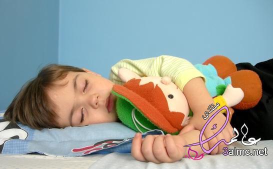 اهمية عدم نوم الطفل خلال بعد بلوغه عامين,اسباب عدم نوم الطفل عمر سنتين