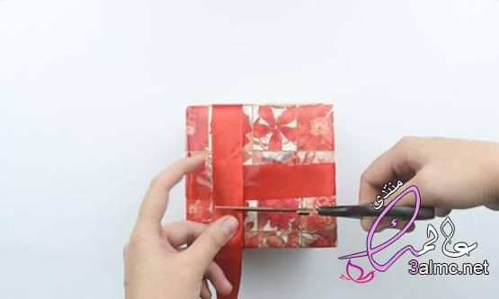 كيفية تغليف هدية طريقة اللف التقليدية طرق تغليف الهدايا في المنزل طريقة تغليف الهدايا بالشفاف 2020