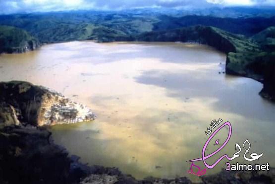 نيوس بحيرة قتلت قرية بأكملها