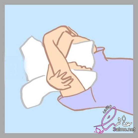 احتضان الشخص لنفسه.. علاج فعال للتوتر والقلق 2020